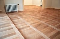 Celomasivní podlahy si stále zachovávají přízeň u mnoha spotřebitelů