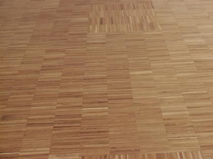 Hledáte podlahovou krytinu s originálním designem? Vsaďte na průmyslovou mozaiku