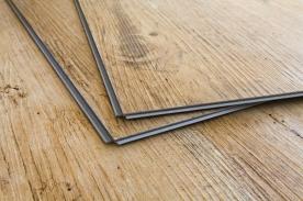 Podlahy z vinylu. Je lepší lepená nebo plovoucí?