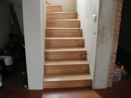 Laminátová podlaha - reference - obložení schodů