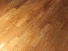 Pokládka teakové podlahy