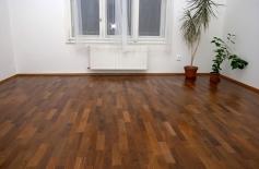 Pokládka kvalitní teakové podlahy