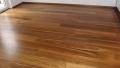 Dodání a pokládka dubových prken vč. olištování obvodovými lištami.